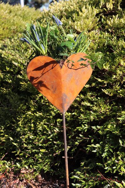 Herzförmige Schale Gartenstecker
