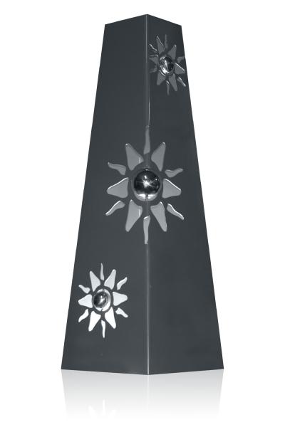 Pyramide Sonnen mit Edelstahl-Kugeln